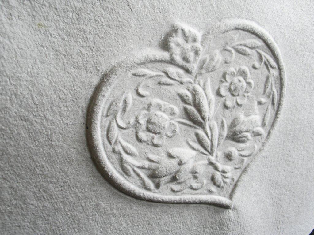 Rosenherz auf rundem Bütten - Detailansicht